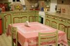 Η πράσινη και κόκκινη κουζίνα μας