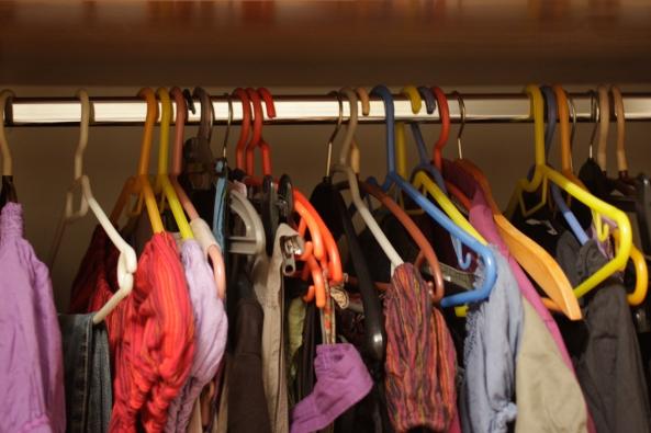 Η ντουλάπα με τα ρούχα!